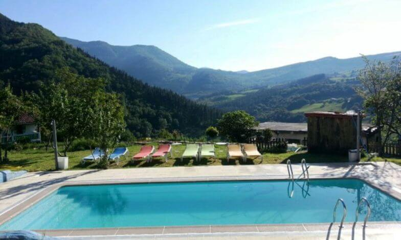Casa rural con piscina en Bizkaia