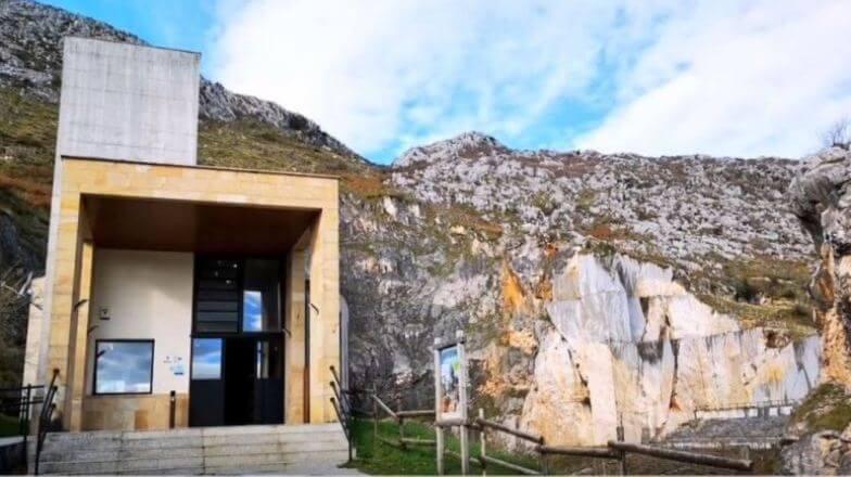Entrada a la Cueva de Pozalagua